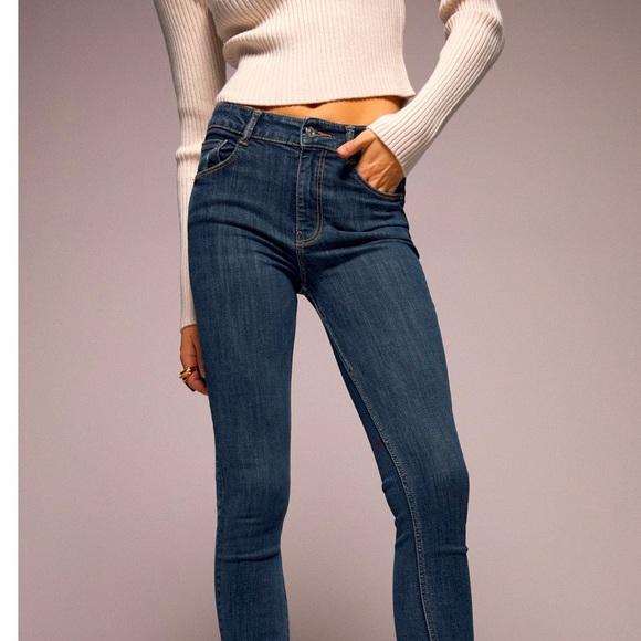 Zara NWT Mid-Rise Sculpt Jeans